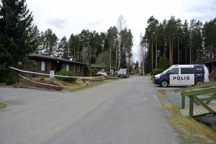 Poliisi epäilee 15-vuotiaan tytön surmanneen samaa koulua käyvän ikätoverinsa Seinäjoen Joupissa sijaitsevassa omakotitalossa tiistaina. (kuva: Jussi Mustikkamaa)