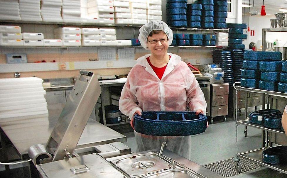 Pinaattilettu-jauhelihakastikeyhdistelmän kehitti eläkkeellä oleva ruokapalvelukeskuksen päällikkö Mervi Röyskö. (KUVA: HARRI TOIVOLA)
