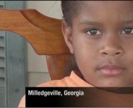 (18.4.2012) Kuusivuotias tyttö riehui koulussa – vietiin käsiraudoissa putkaan (katso video)