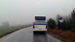 """(16.12.2016) Järkyttävän liukas jäinen tie säikäytti: """"Tämä bussi jää nyt tähän!"""""""