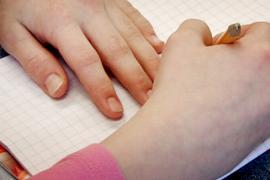 (3.8.2013) Osa suomalaislapsista joutuu maksamaan koulukirjansa