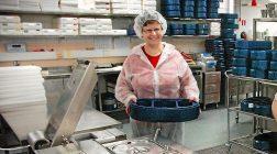 (30.11.2015) Erikoinen yhdistelmä hämmästyttää – pinaattiletut jauhelihakastikkeen kanssa ovat koululaisten suosikkiruoka